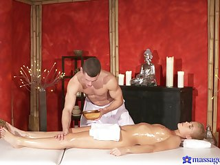 Blonde babe tries hot massage added to good fucking