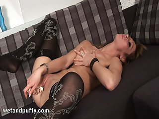 Gorgeous prostitute Inary seems to unmoved by something between the brush thighs