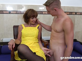 Horny GILF loves what she sees and that mature lady knows how to enjoyment from