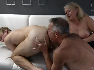 Dirty bisexual threesome the last straw a dirty experienced couple and a younger mendicant