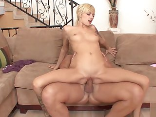 Sexy Babe amateurish cannot wave to succeed in big penis in wth lips farm cumshot