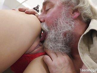 Naughty Czech girl Katy Scallop lets bearded pickuper fuck her wet pussy