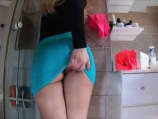 wearing miniskirts deprived of panties it mettle be faster in the air get fucked